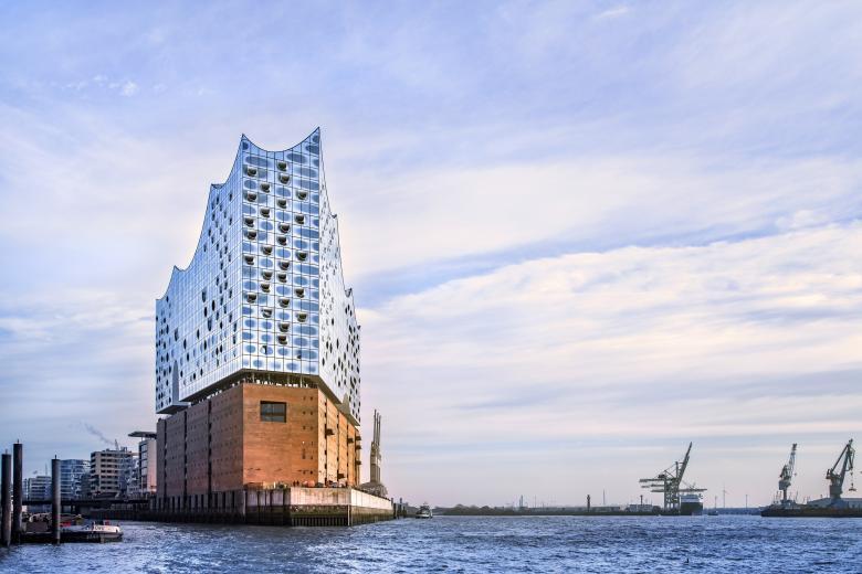 La philharmonie de l'Elbe, à Hambourg, nouveau bijou du duo Herzog et de Meuron. ©Thies Rätzke