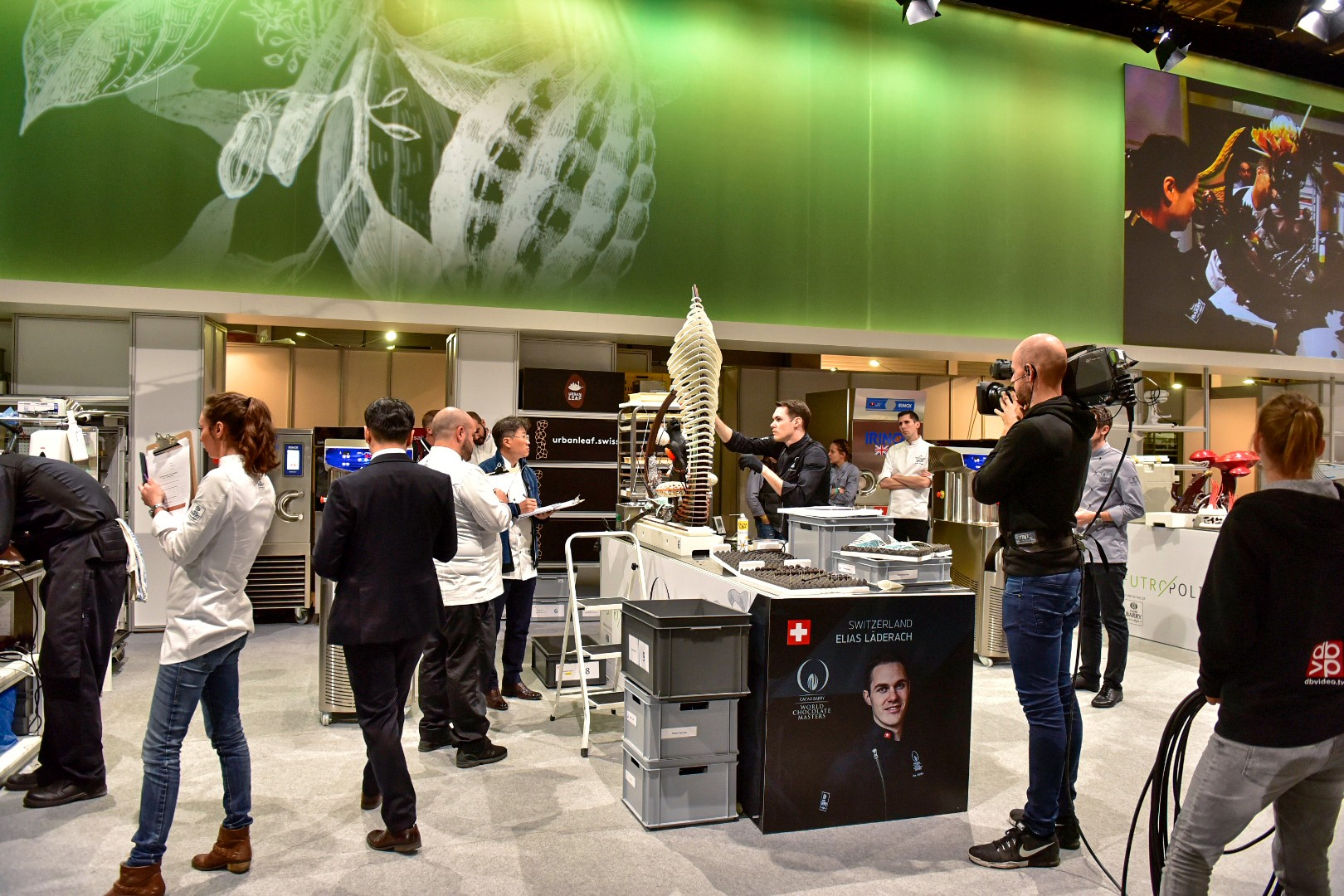 Elias working on his main showpiece surrounded by jury members and camera operators