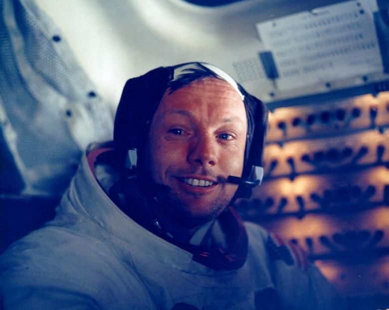 Colour films will only return to Earth with the return of the Apollo 11 mission. So is the camera. Neil Armstrong will keep it preciously in the greatest secrecy for many decades. (NASA)