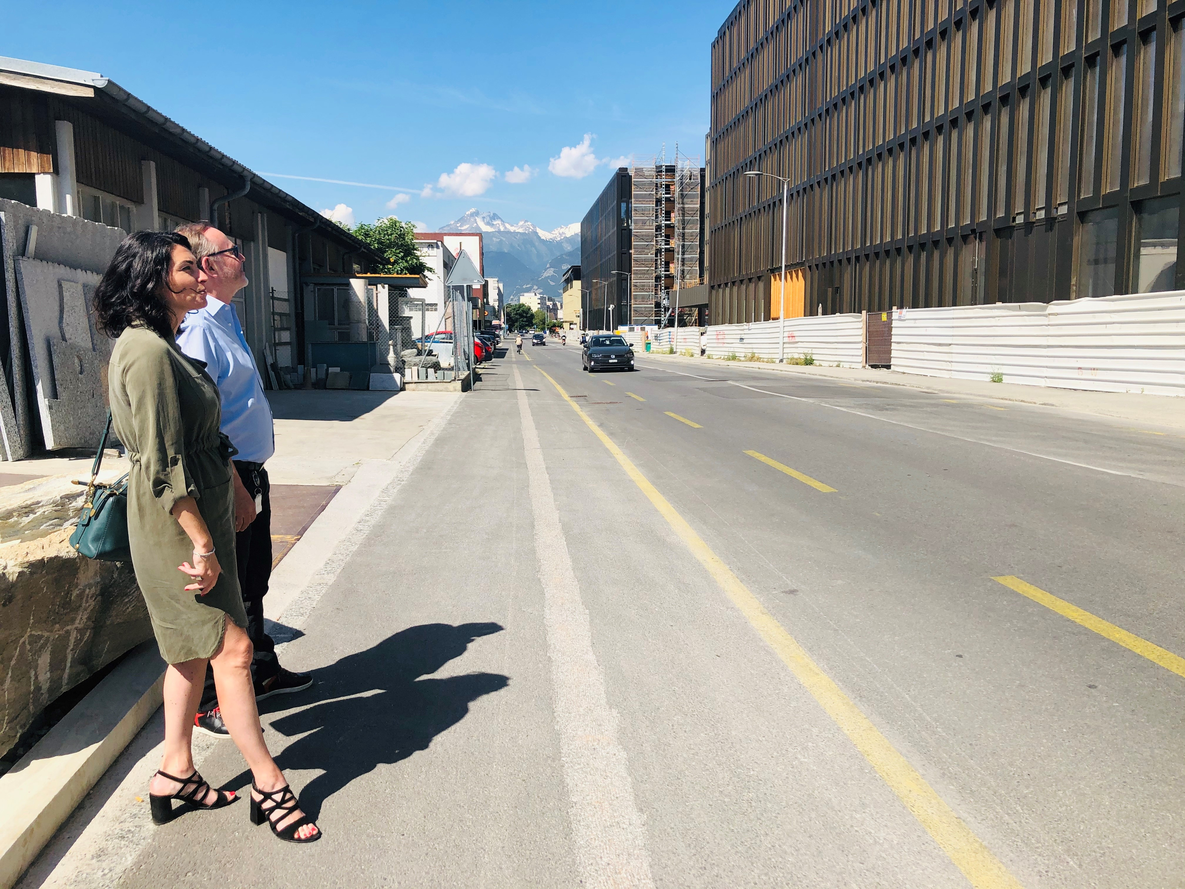 Sophia Dini and Marc-André Berclaz in front of the Energypolis campus. Sophia Dini, the Valais cantonal delegate for the economy and innovation, and Marc-André Berclaz, the operational director of EPFL Valais Wallis are in charge of the Energypolis campus.