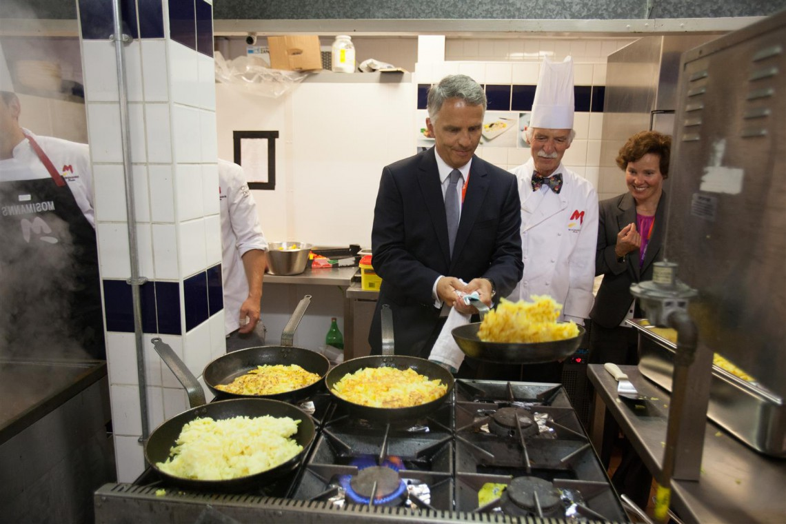 Federal Councillor Didier Burkhalter and chef Anton Mosimann at La Brasserie